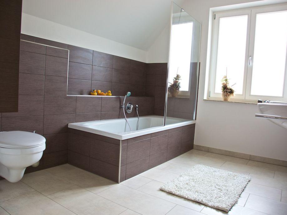 Bad Braun Fein On Auf Badezimmer Wei Wohndesign 4