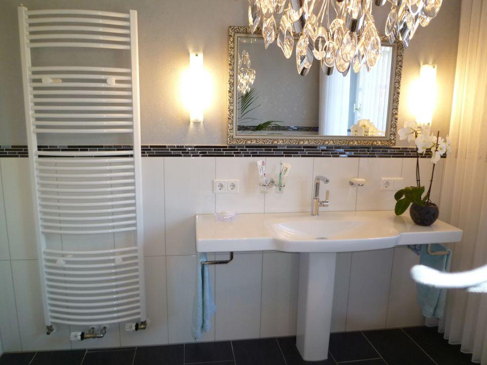 Badezimmer Bordüre Beispiel Modern On überall Fliesen Mit BordüRe QT46 Hitoiro 8