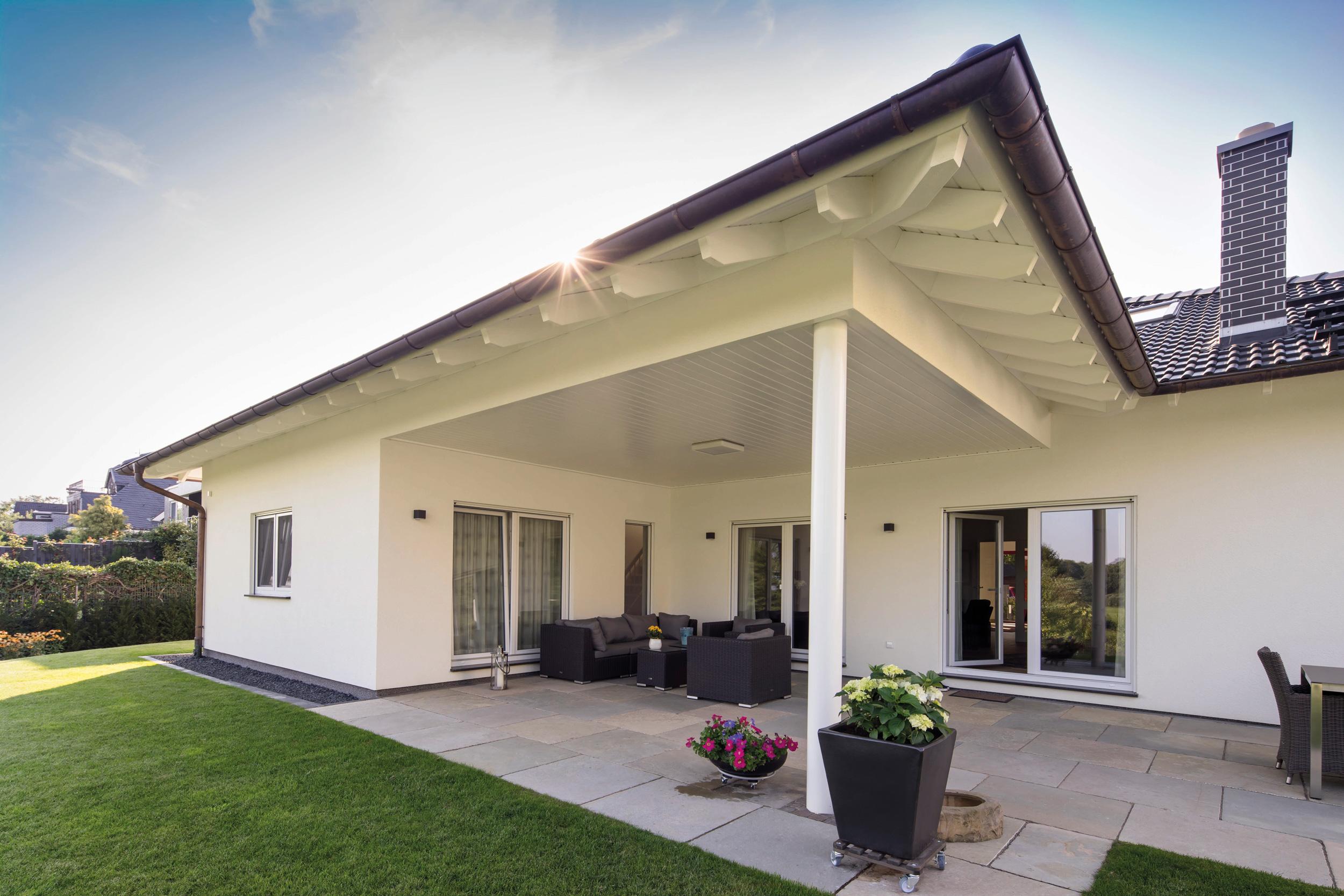 Moderne Gartenhäuser Zum Wohnen Wunderbar On Modern überall Bungalow Mit überdachter Terrasse Und Garten 8