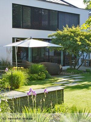 Moderner Garten Mit Gräsern Einfach On Modern Für Und Stauden Trittplatten Im Rasen 8