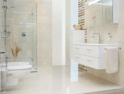 Modernes Bad Weiss Beige Bescheiden On Für Gemütlich Badezimmer Designs Auch Mit 1