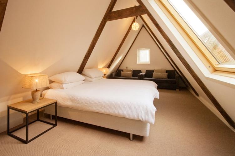Schlafzimmer Mit Dachschräge Glänzend On In Schöne Gestaltungsideen 9