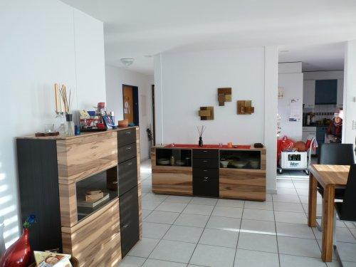 Stein Bodenfliesen Passend Zu Nussbaum Möbeln Einfach On Andere Innerhalb Welche Wandfarbe Passt Grauen Fliesen Affordable Sessel Und 6