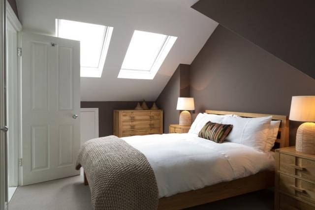 Wandgestaltung Dachschräge Ausgezeichnet On Andere Mit Dachfenstern Schlafzimmer Dunkler 1