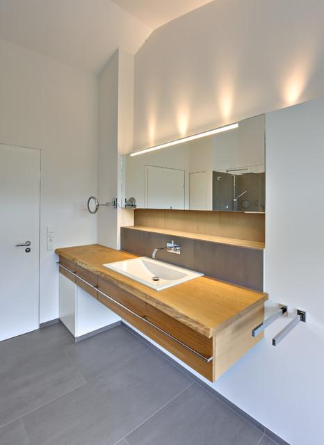 Bad Beleuchtung Modern Erstaunlich On Beabsichtigt Größzügiges Einfamilienhaus Mit Schwebendem Dach Und Veranda In 1