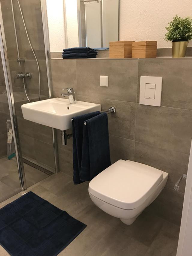 Badezimmer Grau Weiß Fein On Auf Brau Und Dusche M 6