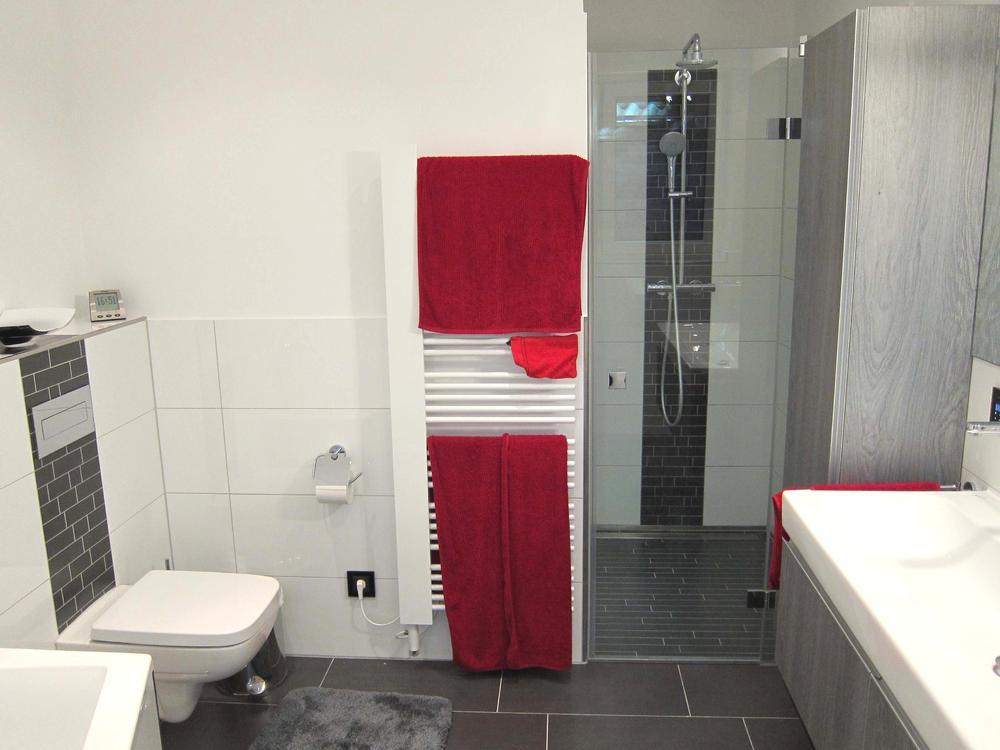 Badezimmer Mit Weiß Und Anthrazit