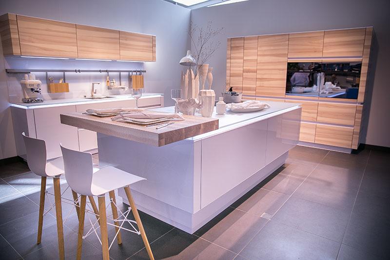 Beige Hochglanz Küche Und Holz Arbeitsplatte Herrlich On In Bezug Auf Phantasie Schön Dan 1