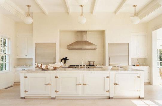 Beige Wandfarbe Weiße Möbel Bemerkenswert On Mit Umleiten Designs Auch Küche 3