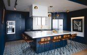 Dunkelblaue Küche