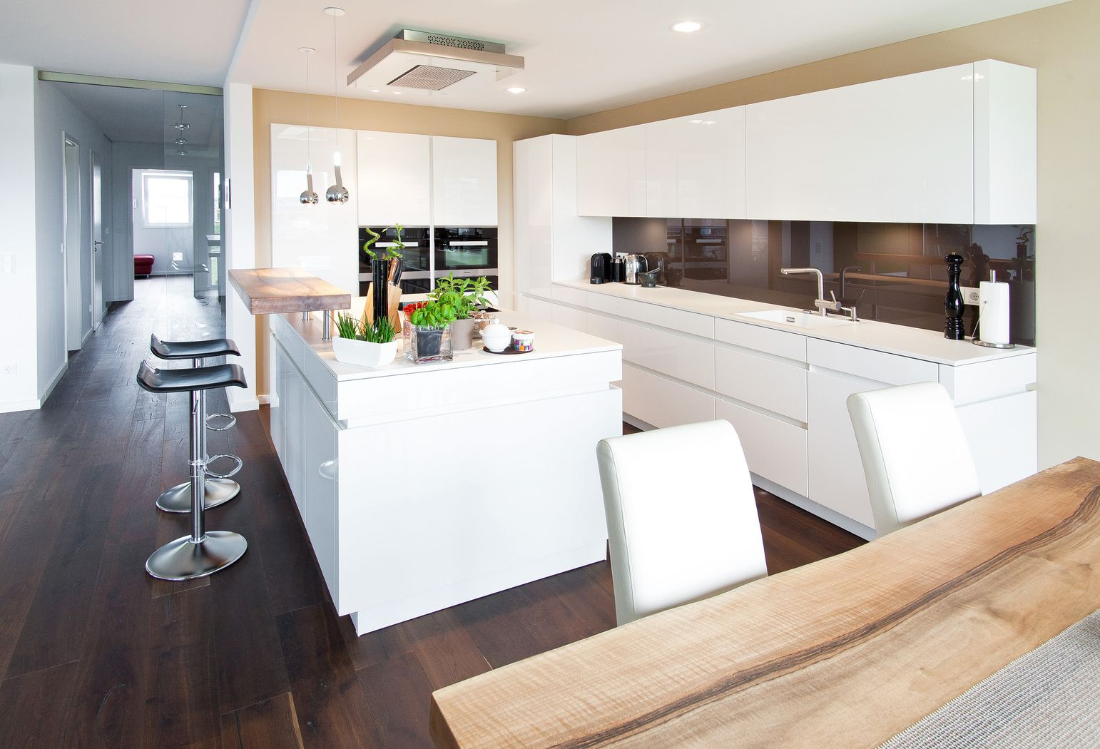 Küche Mit Kochinsel Theke Imposing On Andere überall Kuche 8