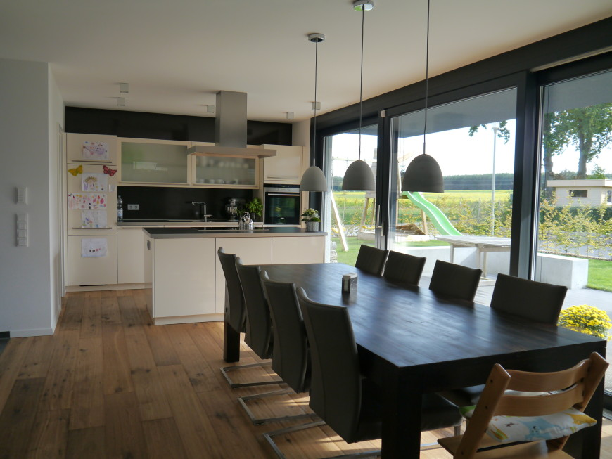 küche und wohnzimmer in einem raum modern | thand