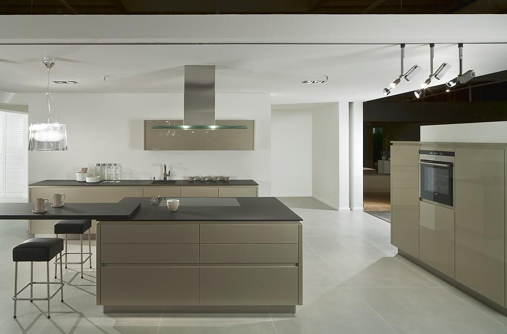 Moderne Küche Mit Insel Charmant On Modern überall Imitieren Küchen Inseln 3 Amocasio Com 2