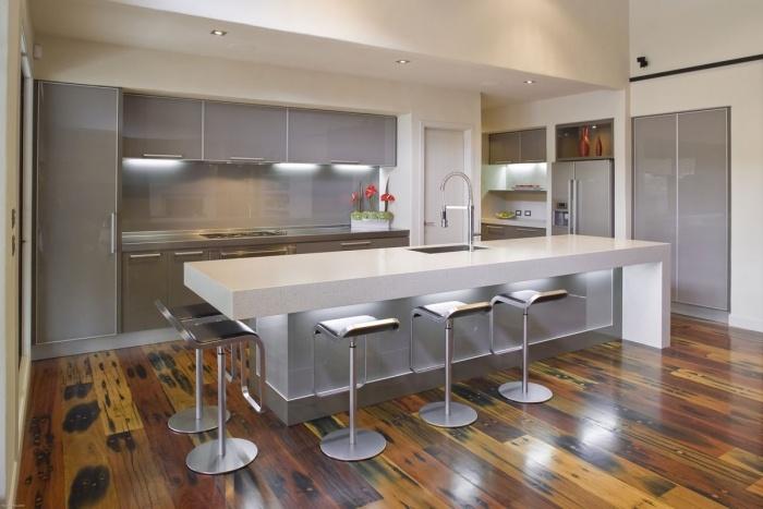 Moderne Küche Mit Kochinsel Und Theke Beeindruckend On Modern überall Nach Hinten Küchen Kuche 1