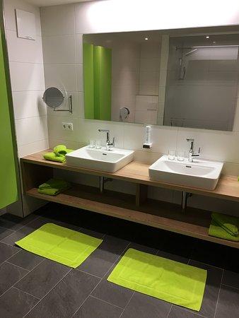 Modernes Bad Herrlich On Modern Innerhalb Mit Regendusche Bild Von AlpTirol Aparthotel 6