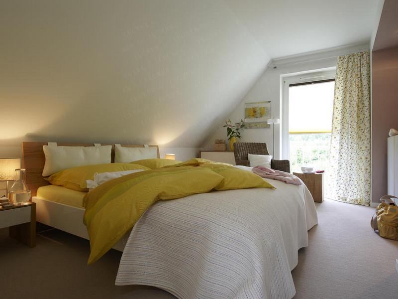 Schlafzimmer Schräge Streichen Erstaunlich On In Gebäude Unterm Dach 14 4