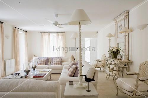 Wohnzimmer Landhausstil Gestalten Weiß Interessant On Für Holz Glamourös 7
