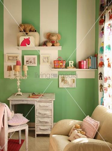 Gestreifte Grüne Wände Zeitgenössisch On Andere In Wand Mit Weissen Streifen Einem Kinderzimmer Bild 2