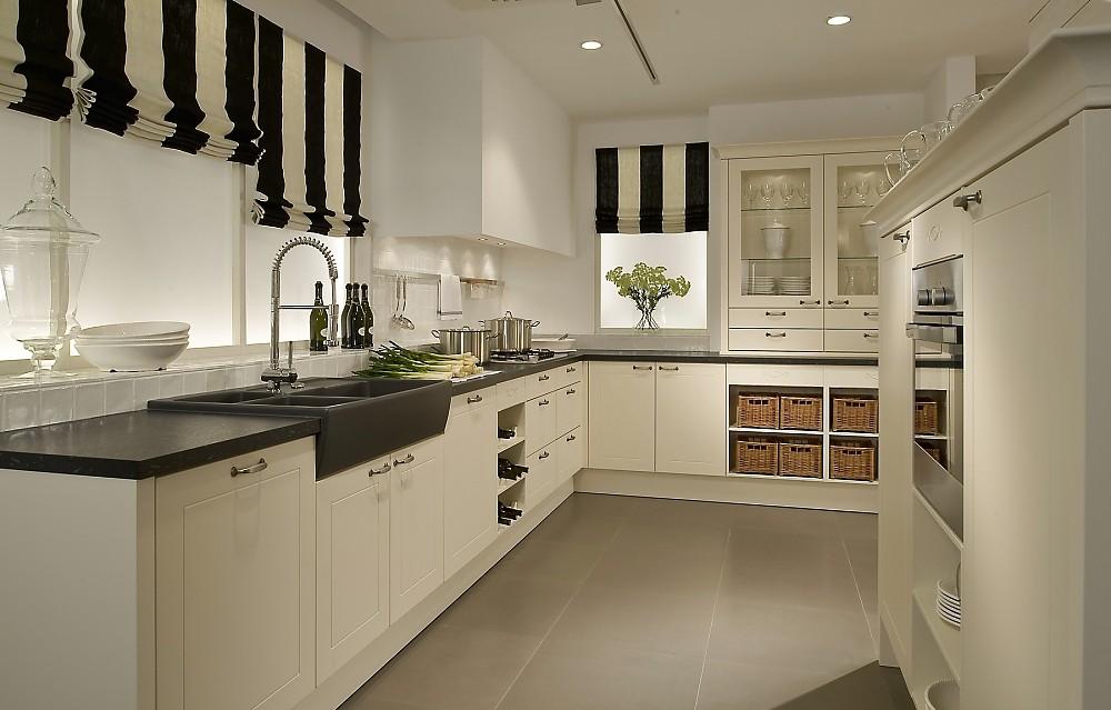 Küchen Weiss Landhausstil Modern Perfekt On In Bezug Auf Gro Kche Landhaus Wei Systema5030 Einbaukueche Hochglanz 2