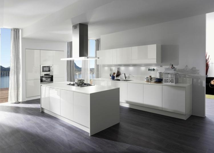 Moderne Küche Kochinsel Bemerkenswert On Modern Beabsichtigt Die Mit Besteht Aus Elegantem Hochglanz In 3