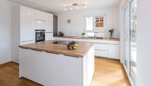 Moderne Küche Kochinsel Großartig On Modern Für Helle Mit Minimalistisch 1