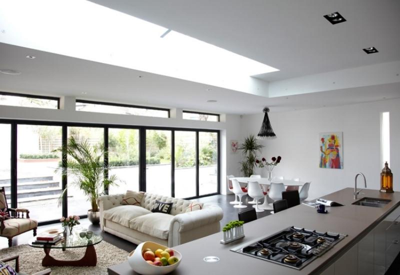 Moderne Küche Mit Essecke Und Wohnzimmer