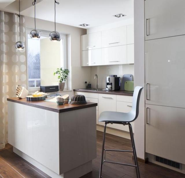Moderne Küche Mit Kleiner Insel Beeindruckend On Modern Auf Unglaublich In 1