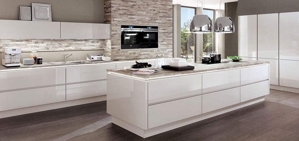 Weiße Küche Arbeitsplatte Interessant On Andere überall Küchen Sind Im Trend Möbel Kraft 1