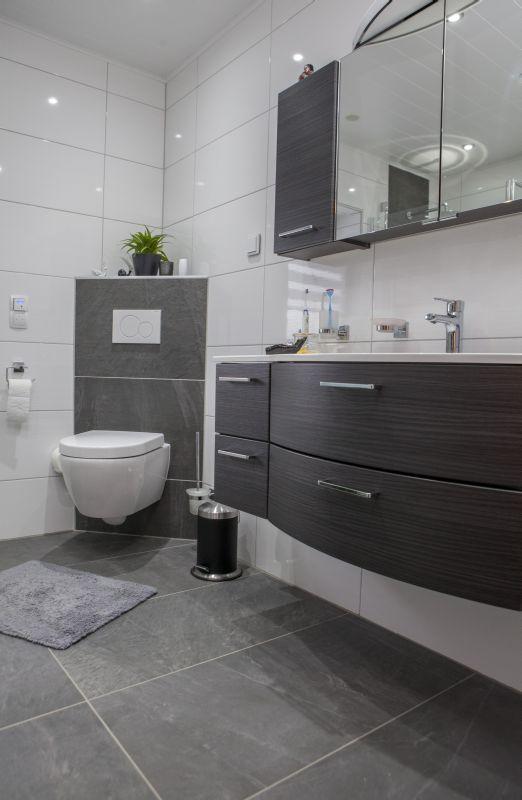 Bad Grau Weiß Gefliest Ausgezeichnet On Andere Und Herrlich Die 25 Besten Graue Badezimmer 4