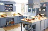 Blaue Landhausküche