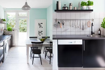 Farbe In Küche Stilvoll On Andere Und Farbige Wände Bringen Stimmung Die Strahlendes Gelb 6