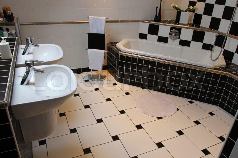 Fliesen Schwarz Weiß Interessant On Andere In Innenansicht Eines Modernen Badezimmer 7