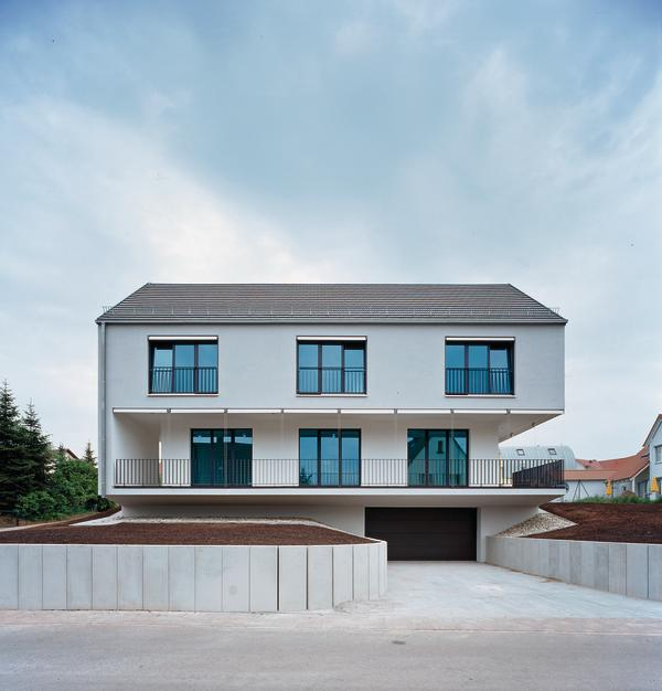 Garageneinfahrt Am Hang Zeitgenössisch On Andere In Bezug Auf Beautiful Contemporary House Design 9