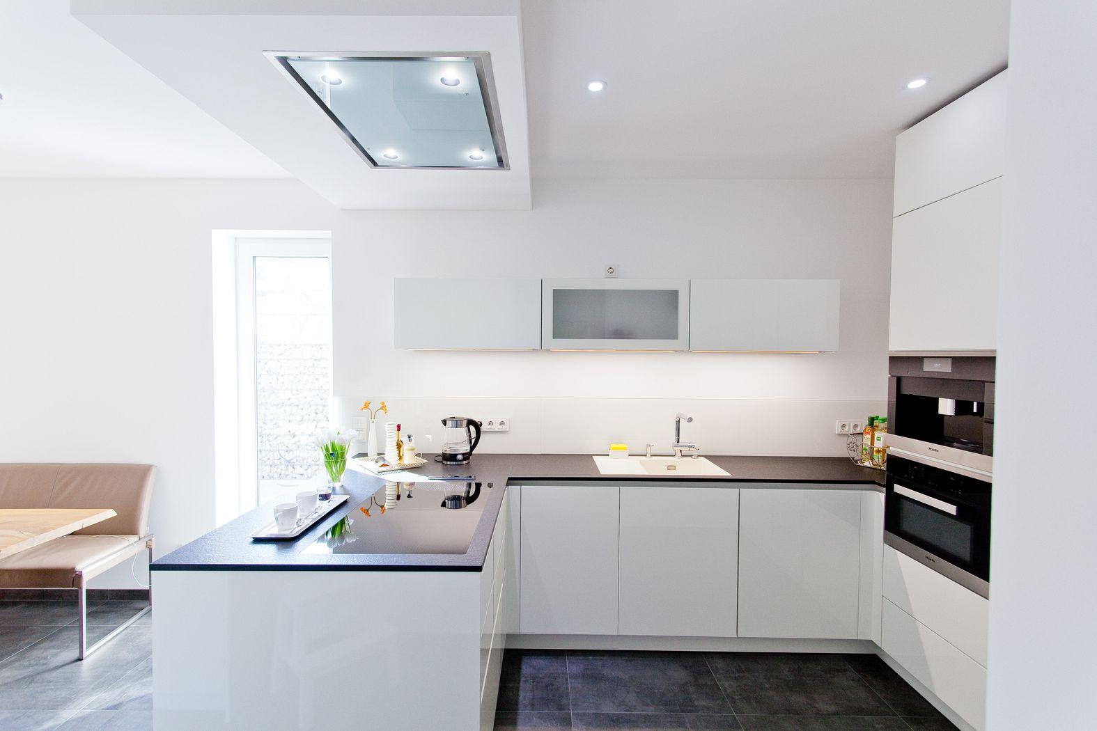 Küche Weiß Hochglanz Modern On Andere Beabsichtigt Fabelhafte Ideen Moderne Und Phantasievolle 3