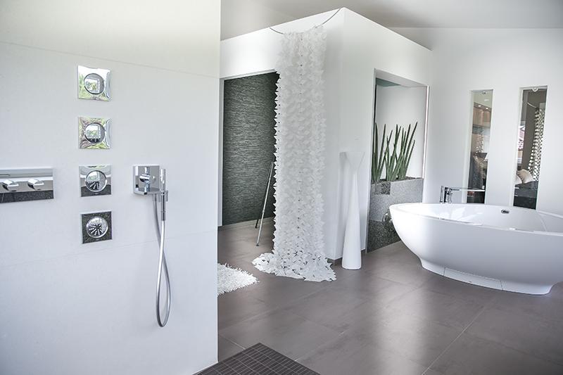 Luxusbad Schön On Andere Beabsichtigt Mit Riesendusche Und Freistehender Badewanne Planungswelten 7