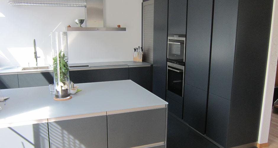 Matt Schwarze Küchen Zeitgenössisch On Andere überall Entscheidend Leicht Küche Schwarz 9