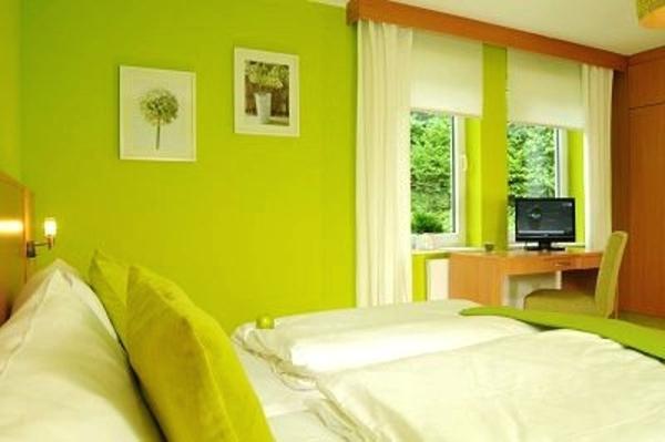 Zimmer Streichen Grün Fein On Andere Für Ideen Grun Wande Schlafzimmer In 3